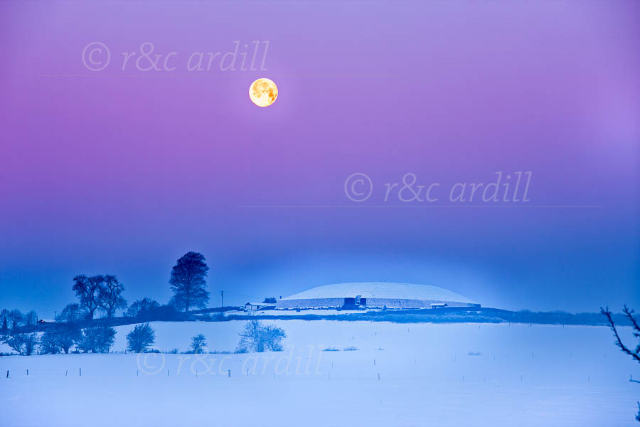 T14170---Meath-Newgrange-Winter-Solstice