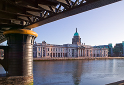 Photograph of Dublin Custom House - W40744